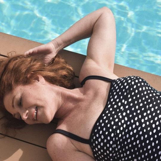 Pois noir - Maillot de bain 1P noir et blanc pour prothèse mammaire